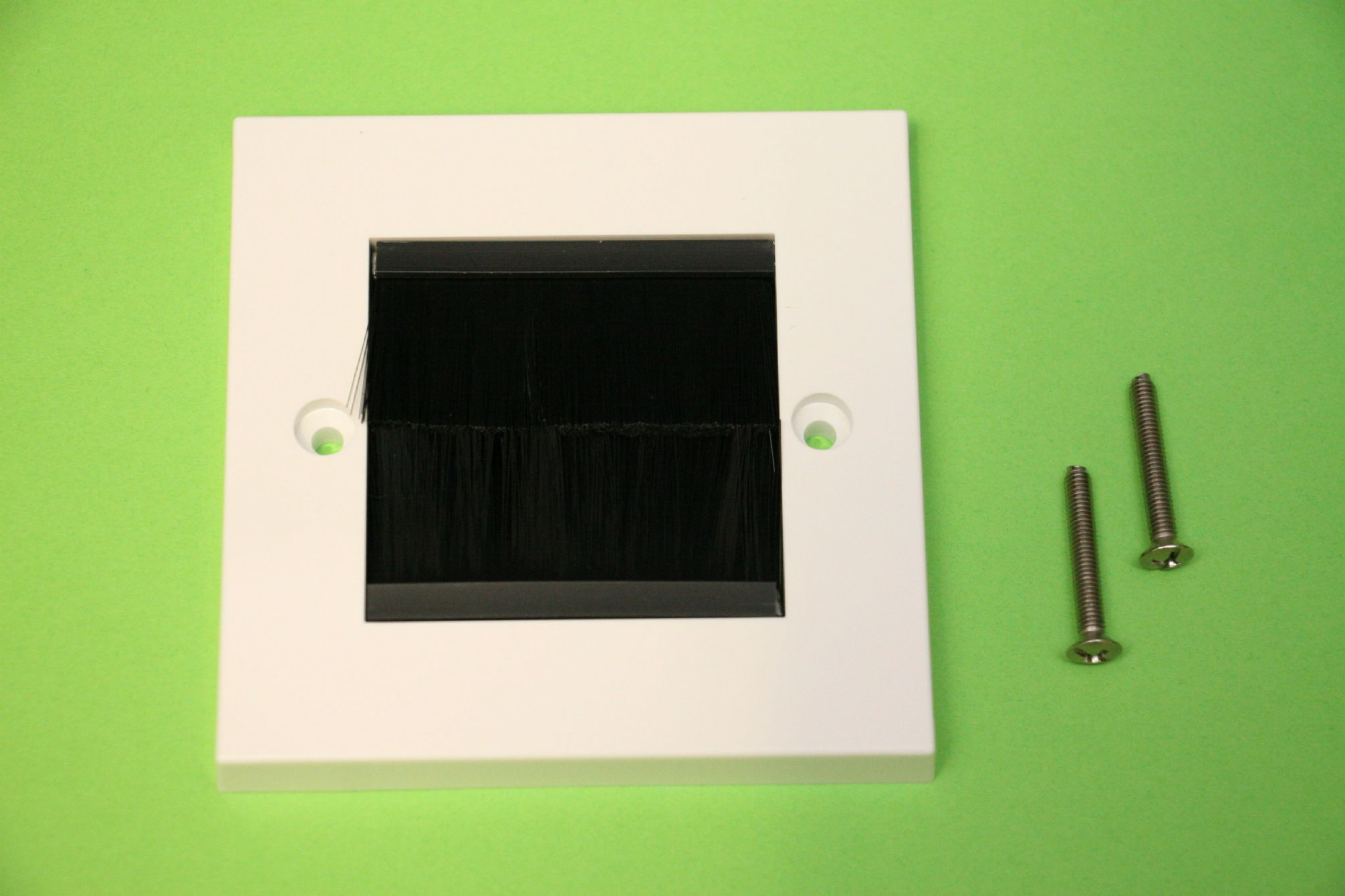 1 Gang Brush Faceplate Cable Entry Single Socket Wall Face